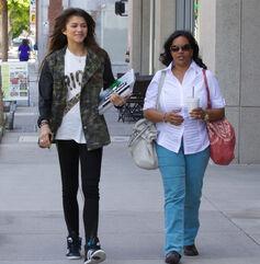 Zendaya-coleman-with-mother