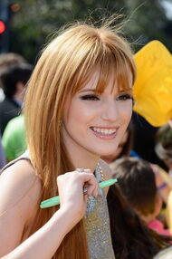 Bella-thorne-at-the-kids-choice-awards