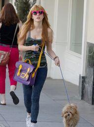 Bella-thorne-pink-sunglasses-with-Kingsotn