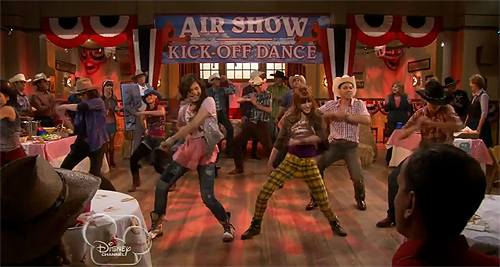 File:Shake It Up Up And Away 23.jpg