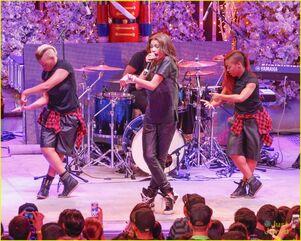 Zendaya-toys-for-teens-event-performer-19