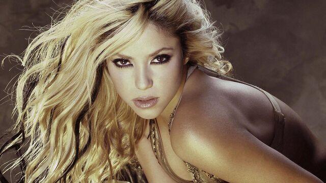 File:Shakira blonde shoulder face look.jpg