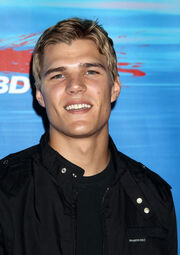 Chris Zylka Shark Night 3D Los Angeles Premiere gXOa82Es3x5l