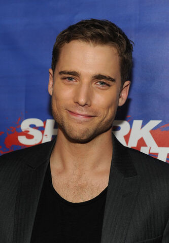 File:Dustin Milligan Shark Night Screening QwYKMAKHFEOl.jpg