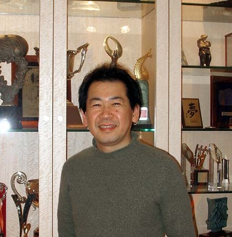 File:Yu Suzuki Kenji-833db.jpg