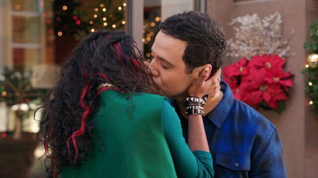 File:1x9 Greg and Heather 4.jpeg