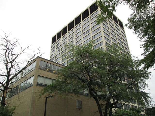 File:IIT 3440 S State IIT Tower from west.jpg