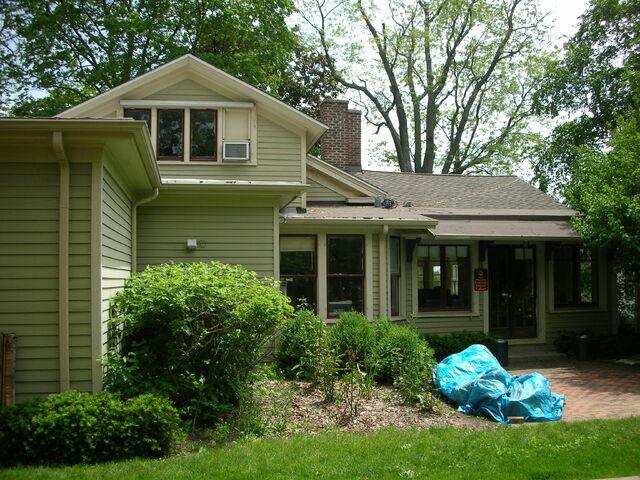 File:Waukegan Hutchins building exterior rear.jpg