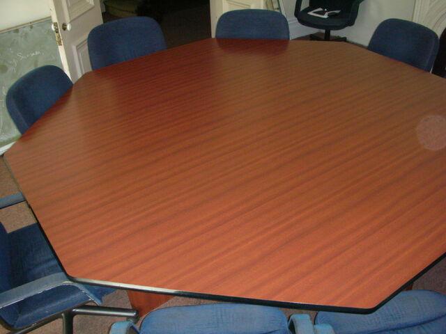 File:Waukegan 438 interior radical 2 table.jpg