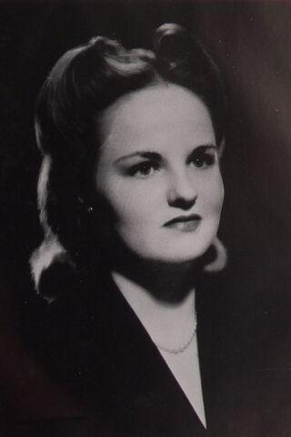 File:Anne McKnight May Queen 1943.jpg
