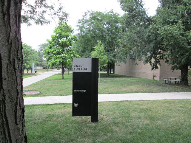 File:Shimer College signage 3424 S State St Chicago rear entrance.jpg