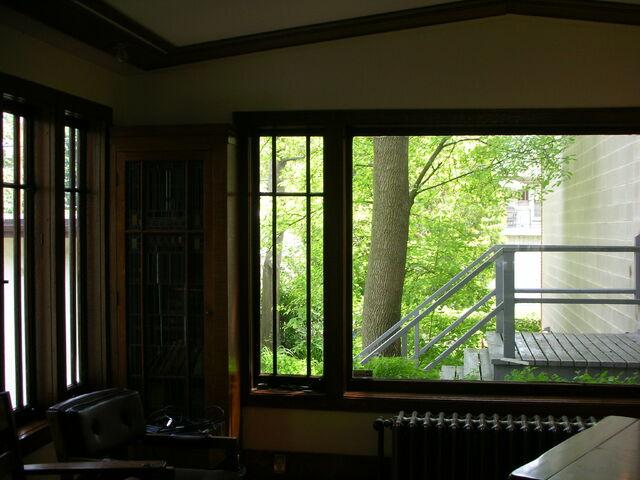 File:Waukegan Prairie House interior greatroom view west.jpg