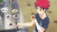 Sōma researching on curry dishes