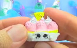 Banana splitty exclusive toy 1
