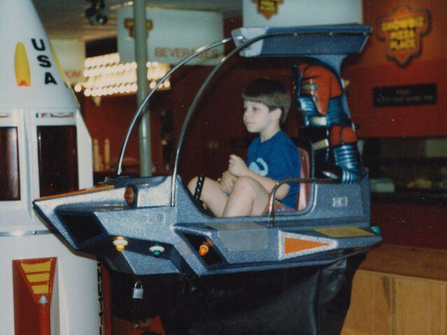 File:Child on ride at ShowBiz Pizza in Fayetteville, Arkansas.jpg