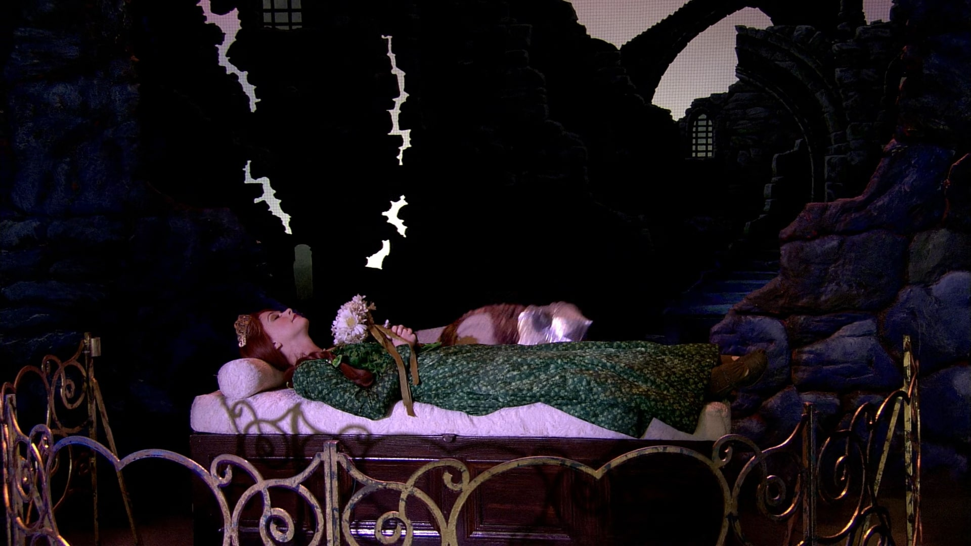 File:FionasTower Bed.jpg