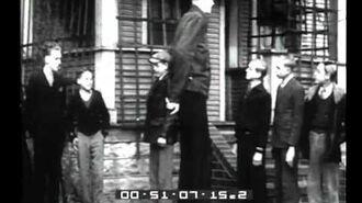 Italian Newsreel.) Un bambino gigante