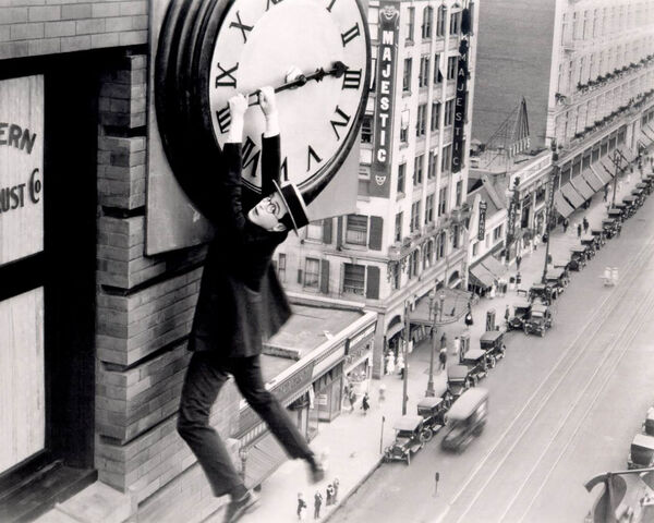 File:Harold-lloyd-in-safety-last1.jpg