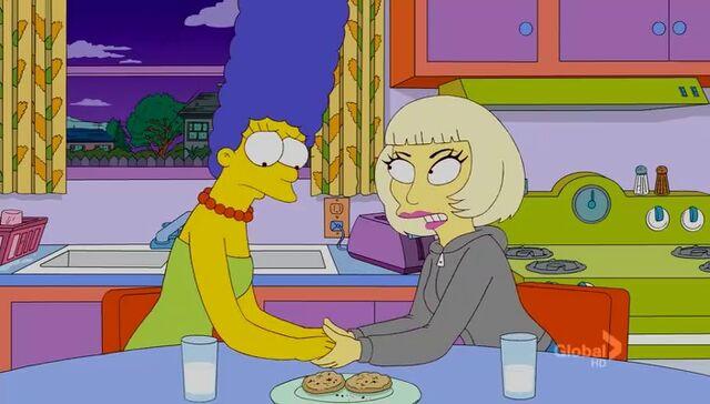 File:Lisa Goes Gaga 70.JPG