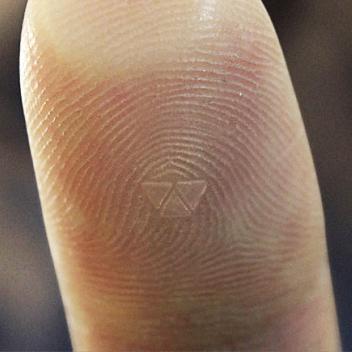 File:Prom-Q5-splash Thumbprint.jpg