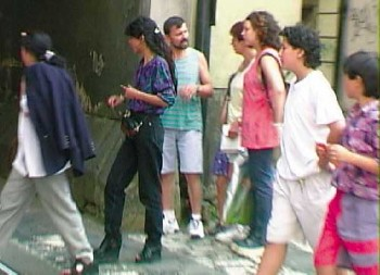 File:Prague pickpockets.jpg