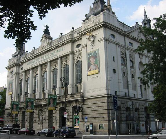 File:Berlin Theater des Westens Sep 2002.jpg