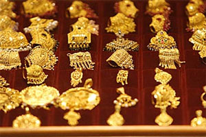 File:Phoebos gold earrings.jpg