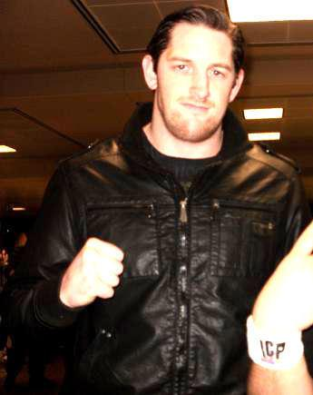 File:Wade-Barrett-Showing-His-Punch- 01.jpg