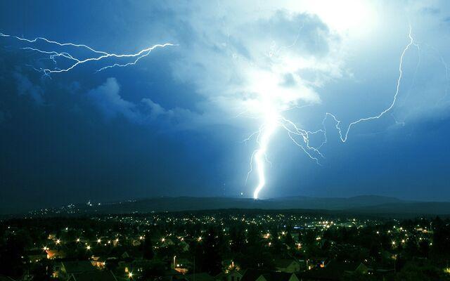 File:Oslo Lightning strike.jpg