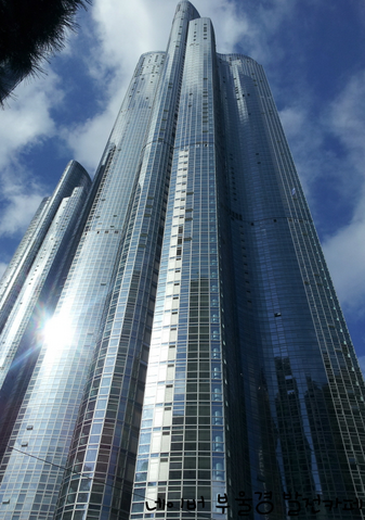 File:Haeundae We've The Zenith Tower 1.png