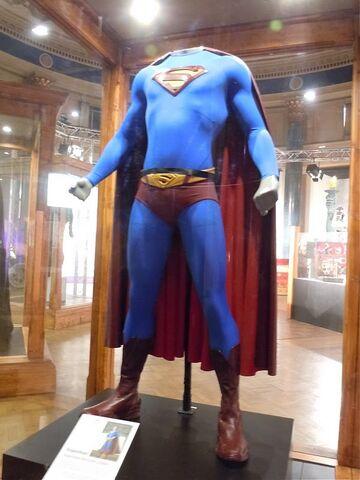 File:Superman Returns costume.jpg