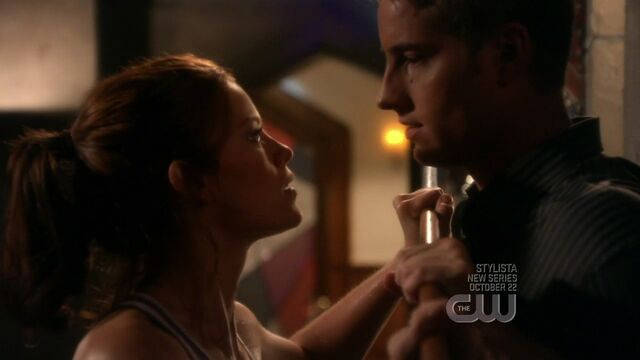 File:Tess and Oliver Queen.jpg