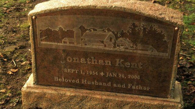 File:Smallville.S10E21-E22.Finale.Jonathan's headstone.JPG