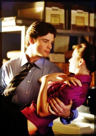 File:Clark-Kent-Lois-Lane-smallville-16038467-566-800.jpg