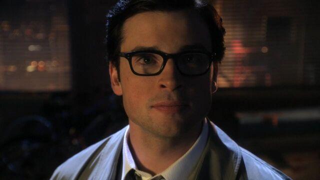 File:Glasses Smallville.jpg