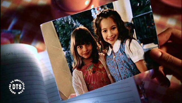 File:Lana y emily.jpg