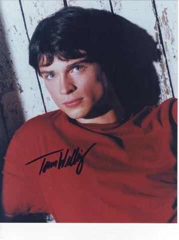 File:Tom Welling Autograph 001.jpg