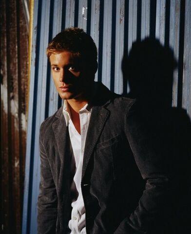 File:Jensen Ackles Smallville Promotional 4-16.jpg