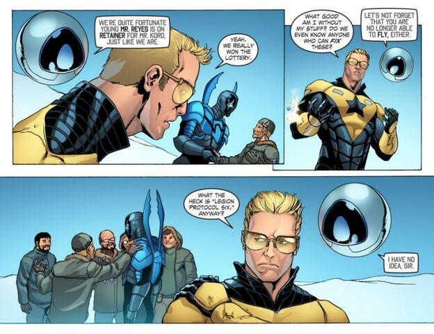 File:Blue Gold Booster Gold Smallville sm s11 8-adri280891.jpg