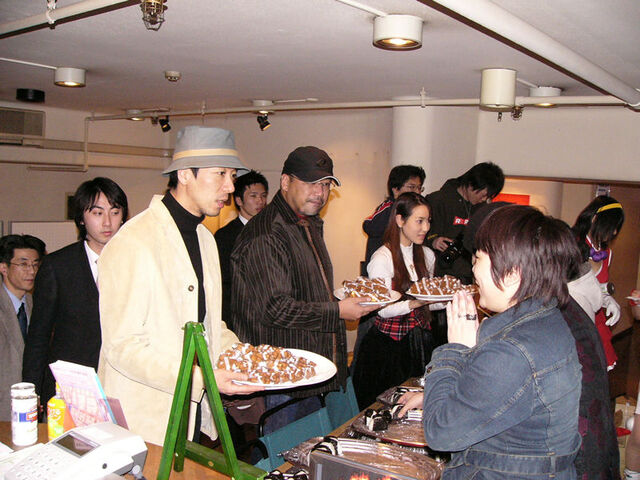 File:Kofparty04 refreshments.jpg