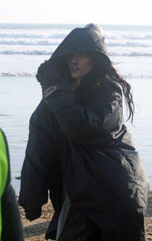 File:Kristen-stewart-snow-white-set-3-09292011-03-430x680.jpg