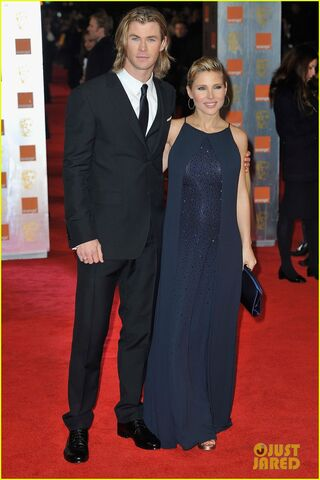 File:Elsa-pataky-chris-hemsworth-baftas-04.jpg