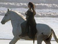Kristen-stewart-snow-white-set-3-09292011-04-430x327