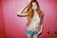 Girls' Generation-TTS Taeyeon Holler promo photo