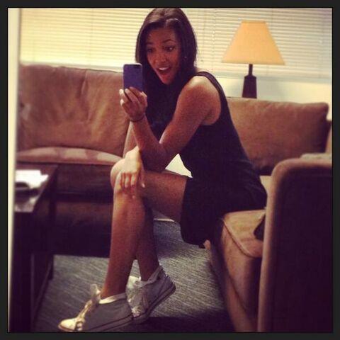 File:Kylie Selfie.jpg