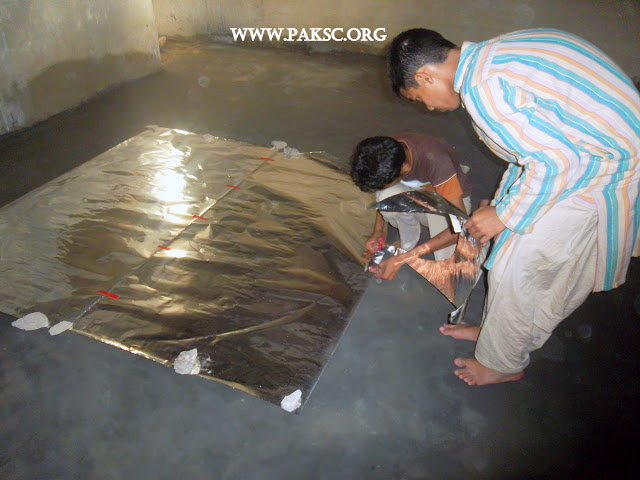 File:Para bolic solar cooker remaking school students (5).JPG