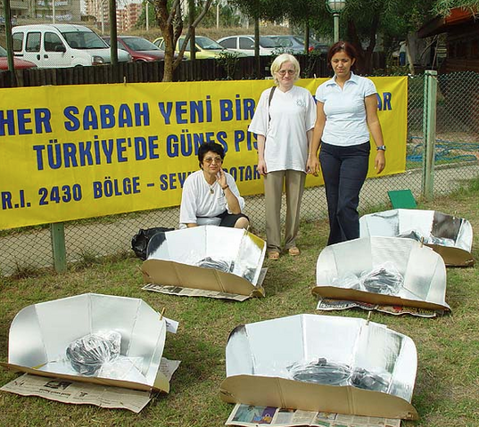 File:Solar cooking workshop in Turkey in 2002, 8-5-15.png