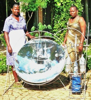 File:Free Africa Solar cooker display.jpg