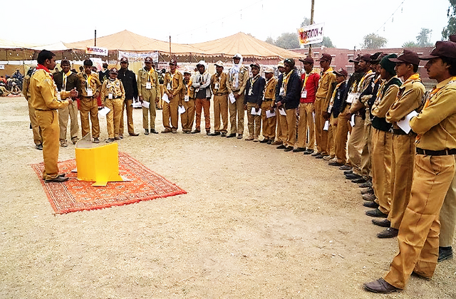 File:Lightoven III training with Boy Scouts in Pakistan.png