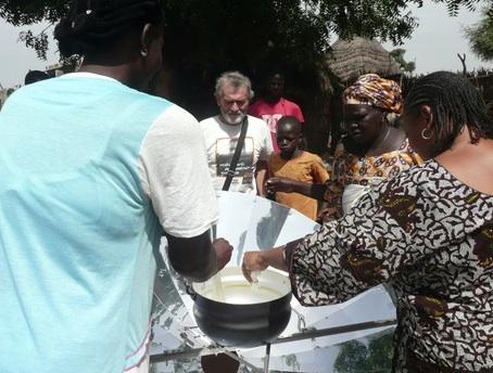File:Cucinare con il Sole, first solar cooking, 1-21-14.jpg